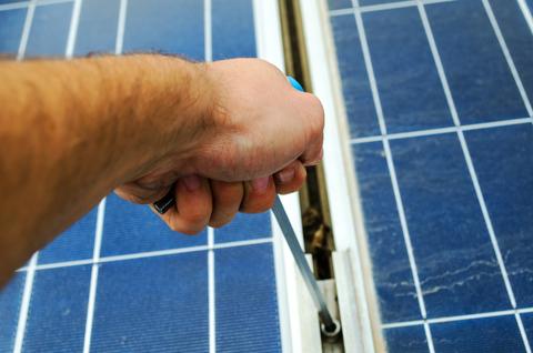 come pulire pannelli solari