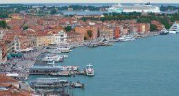 Venezia sfiorata la tragedia per la manovra di una nave