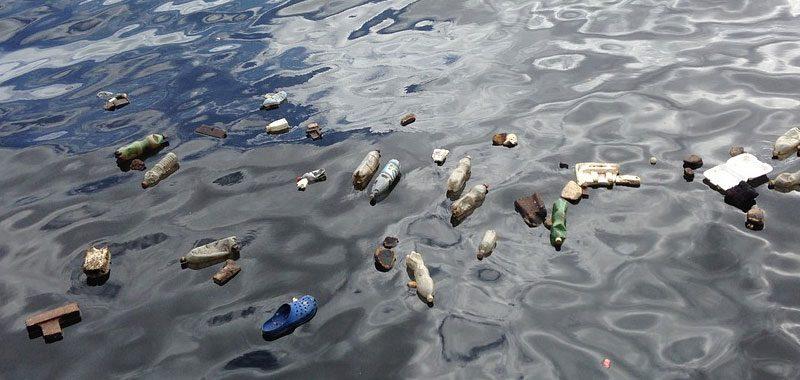 I nostri oceani annegano nella plastica