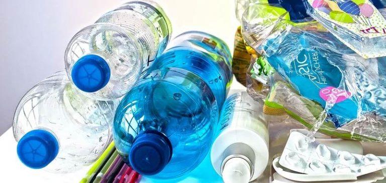 Plastica, quanto ci mette a degradarsi nell'ambiente?