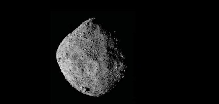 OSIRIS-REx si perde i pezzi dell'asteroide Bennu
