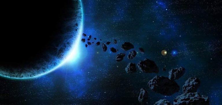 Novembre, eclissi lunare e pioggia di meteoriti