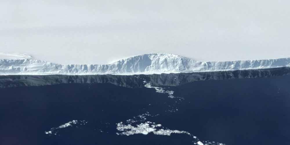 Antartide Un enorme ghiacciaio distaccato